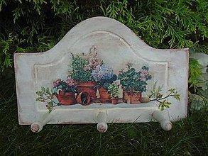 Nábytok - kvety v kvetináčoch - 10912433_