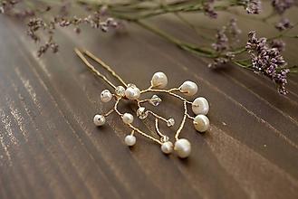 Ozdoby do vlasov - Vlásenka s riečnymi perličkami a Swarovski - 10915844_