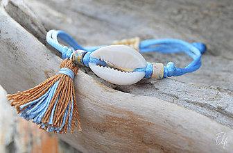 Náramky - • Farebné náramky s mušľou a strapčekom • (Modrá) - 10916659_