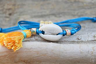 Náramky - • Farebné náramky s mušľou a strapčekom • (Modrá) - 10916670_