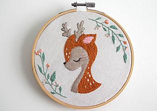 """Obrázky - Ručne vyšívaný kruh """"Zatúlaný Bambi"""" 13,5cm - 10916971_"""