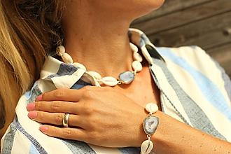 Náhrdelníky - Choker z prírodných mušlí s achátovou drúzou (len náhrdelník) - 10916228_