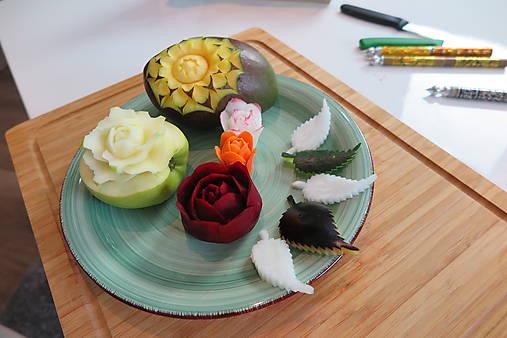 Online kurz vyrezávania do ovocia a zeleniny- Ruže