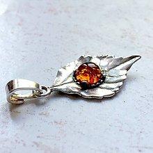 Náhrdelníky - Leaf Gemstone AG925 Pendant / Strieborný prívesok list s minerálom (Jantár baltický pravý) - 10918140_