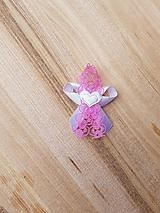ružové pierka čipkované s bielym srdiečkom