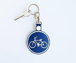 Kľúčenky - Prívesok cestička pre cyklistov na želanie - 10917964_