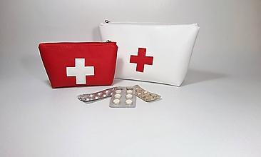 Taštičky - Taštička lekárnička menšia červená na želanie - 10917990_