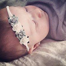 Detské doplnky - čelenka ružičky sivo biela - 10922414_