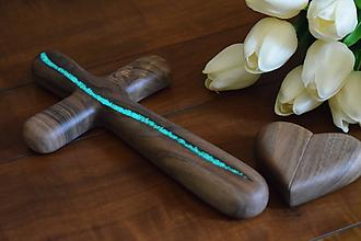 Dekorácie - Svadobný krížik z orechového dreva (fosforová živica) - 10923881_