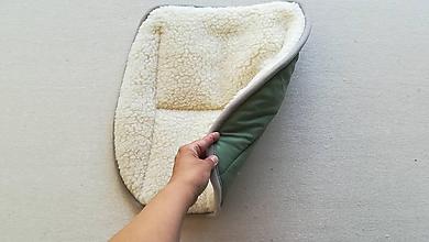 Úžitkový textil - RUNO SHOP Hrejivý sedák do auta Ovčie runo Baranček proti prechladnutiu a prehriatiu Green - 10924635_