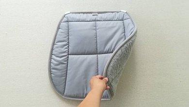 Úžitkový textil - RUNO SHOP Hrejivý sedák do auta 100 % MERINO TOP FINE proti prechladnutiu a prehriatiu GREY - 10924644_