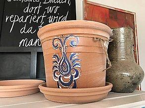 Dekorácie - Ručne maľovaný terakotový črepník - 10923513_