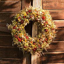 Dekorácie - Jesenný venček so šípkami - 10925738_