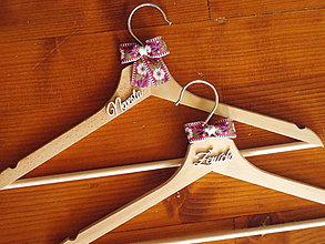 Nábytok - Folklórne svadobné vešiaky - viac farieb - 10925451_