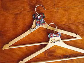Nábytok - Folklórne svadobné vešiaky - viac farieb - 10925455_