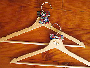 Nábytok - Folklórne svadobné vešiaky - viac farieb - 10925457_