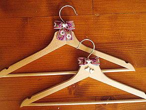 Nábytok - Folklórne svadobné vešiaky - viac farieb - 10925461_