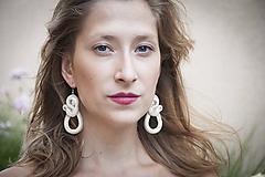 Princezná Viera -ecry- Ručne šité šujtášové náušnice - Soutache earrings