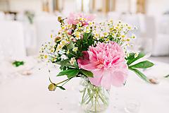 Aranžmány na svadobný stôl