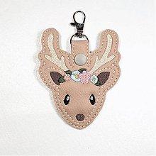 Kľúčenky - Prívesok jeleň s kvietkami - 10928704_