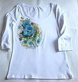 Tričká - Biele tričko s modrými kvetmi - 10930316_