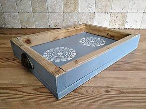Nábytok - Tácka z dreva s ornamentom modrá - 10930238_
