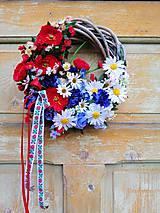 Dekorácie - Slovenský veniec z lúčnych kvetov - 10932117_