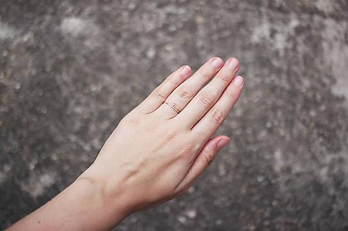 Strieborný prsteň so slučkou