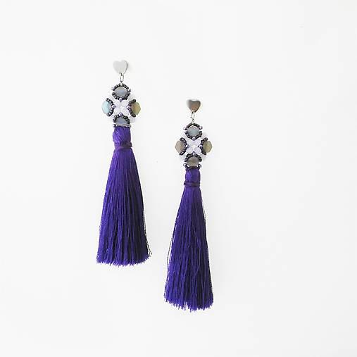 tmavo fialové strapce