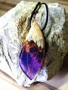 Náhrdelníky - trblietavý fialový prívesok - 10932217_