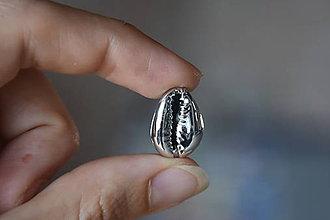 Minerály - 50% zľava - Kauri mušľa s dierkou strieborná, z 0.45 na 0.22€/ks - 10930513_