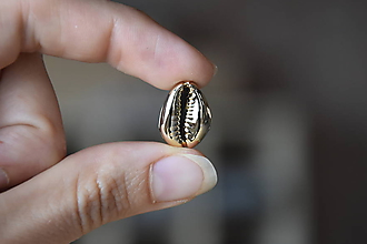 Minerály - 50% Kauri mušla zlatá s dierkou, z 0.50 na 0.25€/ks - 10930529_