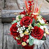Dekorácie - Červeno-krémový aranžmán s ružami a prírodninami - 10934284_