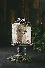 Dekorácie - Svadobný zápich na tortu - Iniciály so srdiečkom - 10933814_