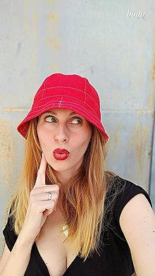 Čiapky - Dámský červený klobouk na jaro/léto - 100%LEN - 10933604_