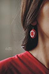 Náušnice - Biele venčeky v červenom objatí - 10932450_