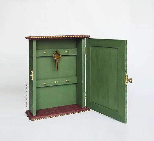 Ručne maľovaná skrinka na kľúče
