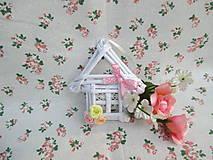 Dekorácie - Roztomilý domček s ružičkami - 10936342_