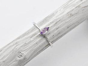 Prstene - CERTIFIKÁT 925/1000 Strieborný prsteň s prírodným ametystom - 10942419_