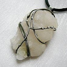 Náhrdelníky - Prívesok so surovým kalcitom ☼ ROSE ☼ - 10943609_