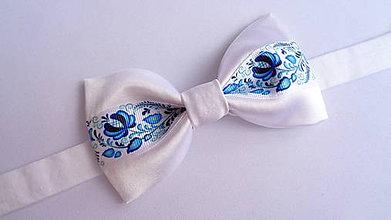 Doplnky - Folklórny modro biely pánsky motýlik saténový - svadobný - 10943550_