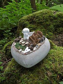 Dekorácie - malé kamenné srdce s anjelikom - 10945008_