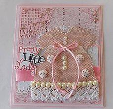 Papiernictvo - Má na sebe pekné šaty - pohľadnicu dievčatka - 10946659_