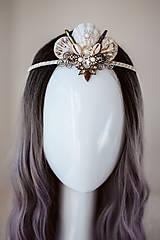 Ozdoby do vlasov - Glitrovaná korunka z mušlí vhodná na festival - 10945812_