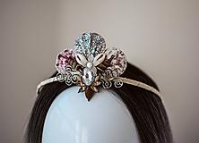 Ozdoby do vlasov - Glitrovaná korunka z mušlí vhodná na festival - 10945821_