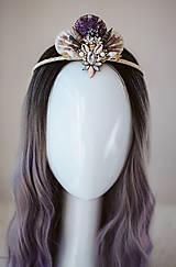Ozdoby do vlasov - Glitrovaná korunka z mušlí vhodná na festival - 10945837_