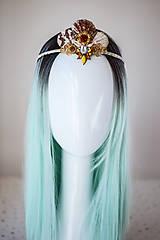 Ozdoby do vlasov - Glitrovaná korunka z mušlí vhodná na festival - 10945865_