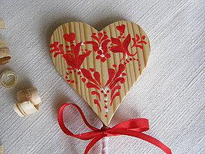 Dekorácie - Srdiečko s červeným vzorom - 10947060_