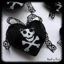 Dekorácie - Gotické srdiečko s lebkou - dekorácia - 10947510_
