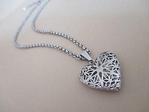 Náhrdelníky - Náhrdelník - otvárací medailón - srdce - chirurgická oceľ - 10948960_